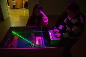 Versión electromecánica del videojuego Reflektor. Realizada por el Club de Jaqueo que funciona en el Laboratorio de Juguete