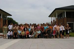 Equipo de docentes y directivos involucrados en el proyecto junto a los integrantes de Lúminis